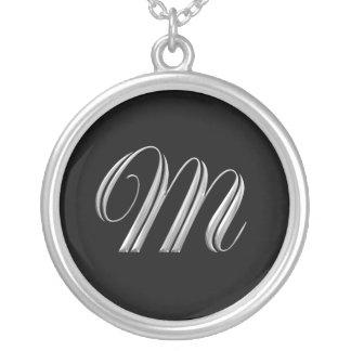 Collar de la plata del monograma de la letra M