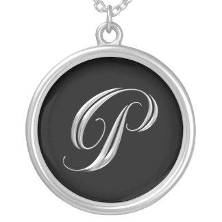 Collar de la plata del monograma de la letra P