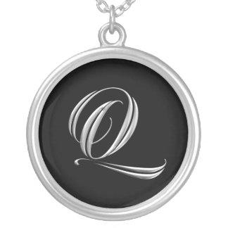 Collar de la plata del monograma de la letra Q