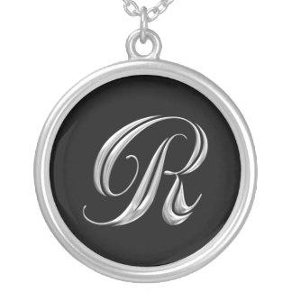 Collar de la plata del monograma de la letra R