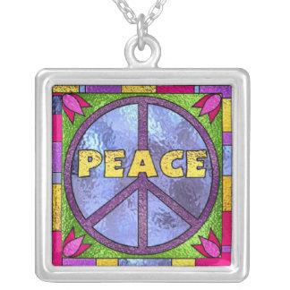 Collar de la plata del vitral de la paz
