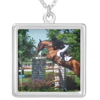 Collar de la plata esterlina del caballo de Grand