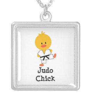 Collar de la plata esterlina del polluelo del judo