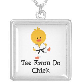 Collar de la plata esterlina del polluelo del Taek
