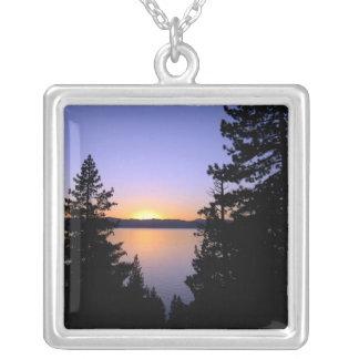 Collar de la puesta del sol del lago Tahoe