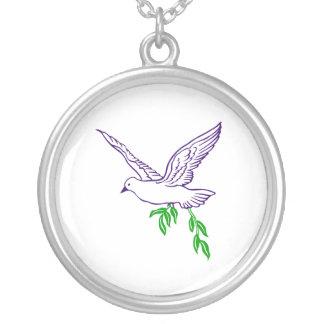 Collar de la rama de olivo de la paloma de la paz