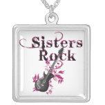 Collar de la roca de las hermanas