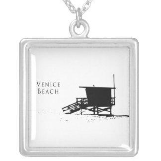 Collar de la silueta de la playa de Venecia