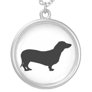 collar de la silueta del perro del dachshund