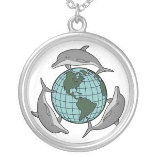Collar de la tierra del planeta del amor del delfí