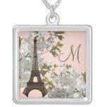 Collar de la torre Eiffel del monograma