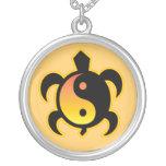 Collar de la tortuga de Yin Yang
