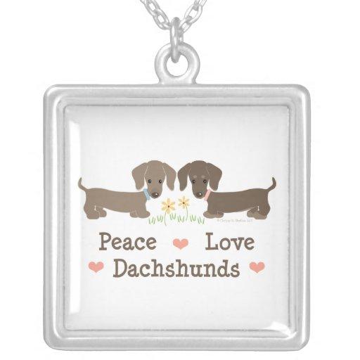 Collar de los Dachshunds del amor de la paz