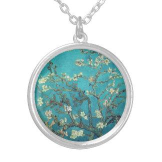 Collar de los flores de la almendra de Van Gogh