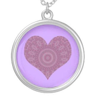 Collar de lujo púrpura del caleidoscopio del coraz