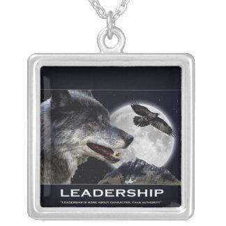 Collar de motivación de la Luna Llena del cuervo d