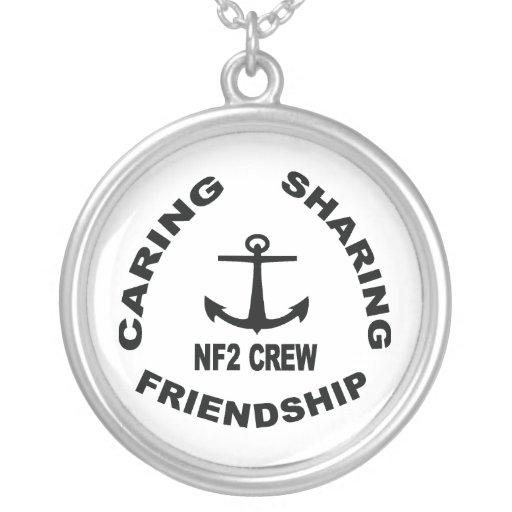 Collar de NF2Crew con el logotipo negro
