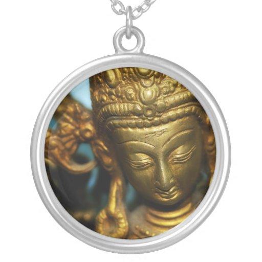 Collar de oro de la diosa