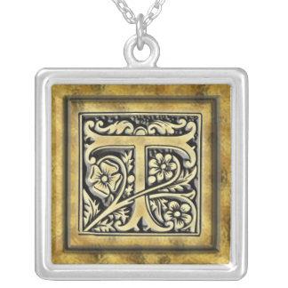 Collar de plata de la inicial T del estilo del gót