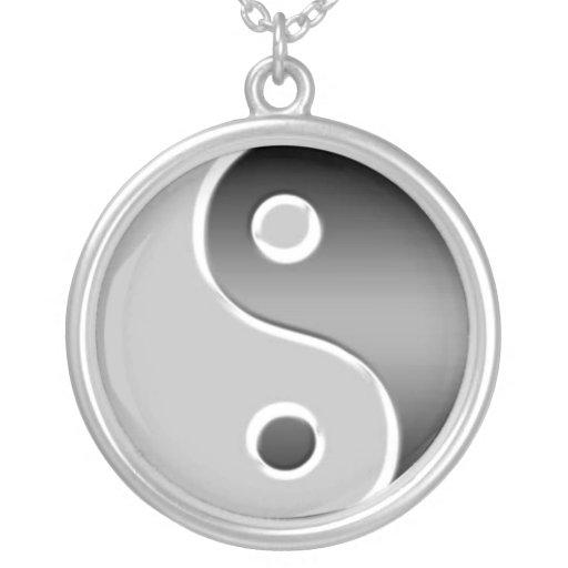 Collar de plata del asiático de Yin Yang