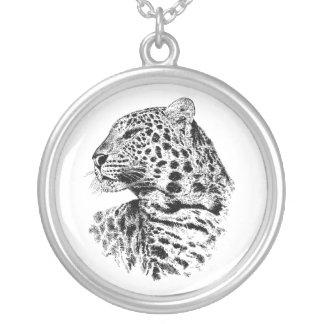 Collar de plata del leopardo