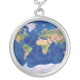Collar de plata del mapa del mundo