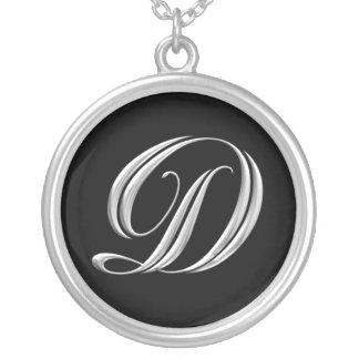 Collar de plata del monograma de la letra D