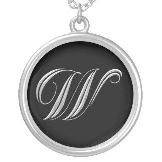 Collar de plata del monograma de la letra W