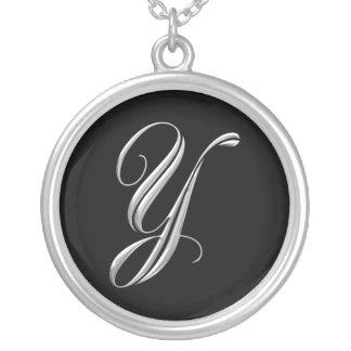 Collar de plata del monograma de la letra Y