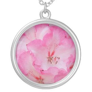 Collar de plata del rododendro