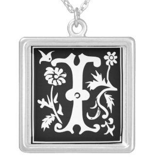 Collar de plata del viejo de la caligrafía monogra