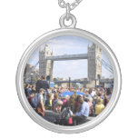 Collar de plata redondo de Londres del puente de l