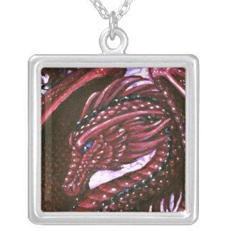 Collar de rubíes del cuadrado del dragón