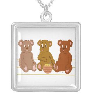 Collar de tres osos