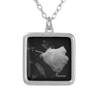 """Collar de """"un rosa blanco"""""""