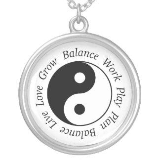 Collar de Yin Yang de la balanza