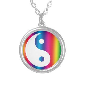 Collar de Yin Yang del arco iris