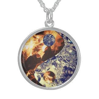 Collar de Yin Yang del fuego y del hielo