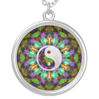 Collar de YinYang de la mandala de la gema