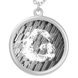 Collar del acero del monograma de G de la letra
