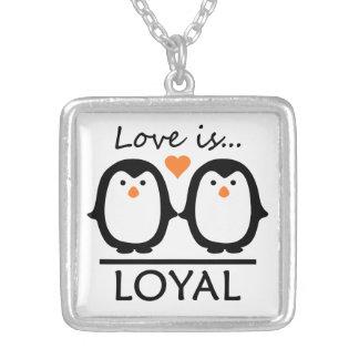 Collar del amor del pingüino