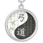 Collar del bambú de Yin Yang Kyudo