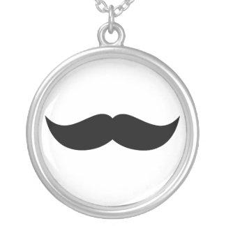 Collar del bigote