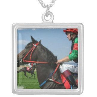 Collar del caballo del jinete y de raza