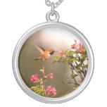 Collar del colibrí y de la flor