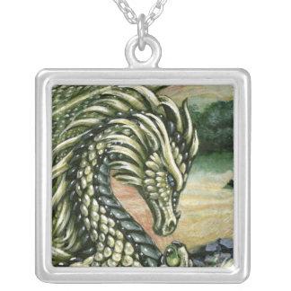 Collar del cuadrado del dragón del Peridot