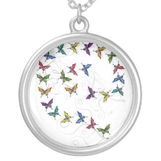 Collar del desfile de la mariposa del tatuaje