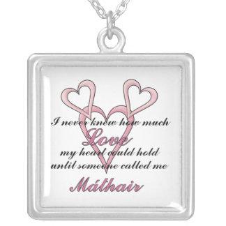 Collar del día de madre de Máthair (nunca sabía)