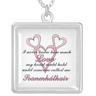 Collar del día de madre de Seanmháthair (nunca sab
