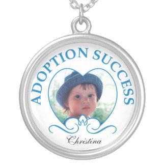 Collar del éxito de la adopción con la foto